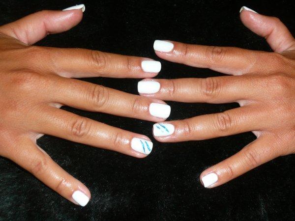 Gel de couleur blanc sur ongles naturels !