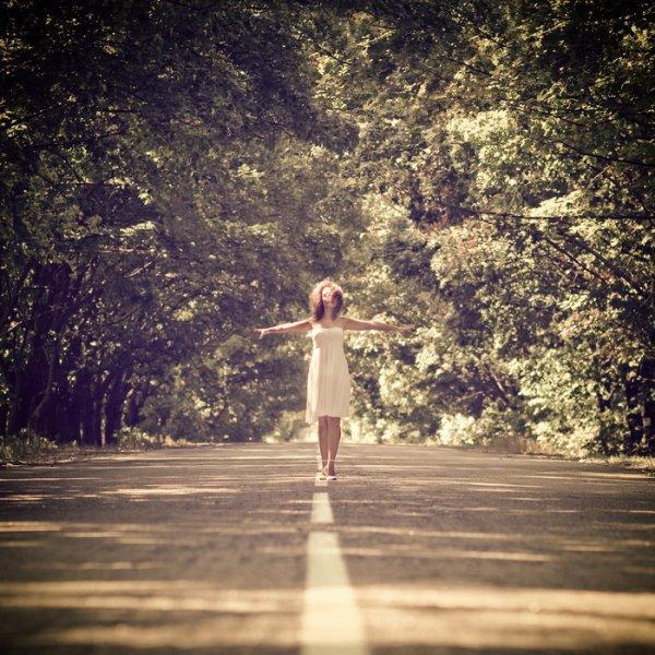 Fermes les yeux, respires à fond, sers les dents, ouvres les yeux, relève la tête et avance.