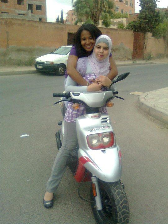 ci moi avec ma soeur salma ^^
