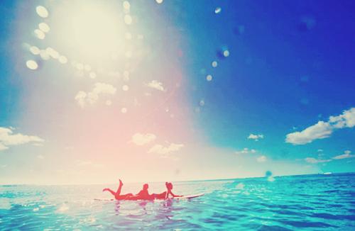 La seule raison pourquoi les gens s'accrochent aux souvenirs, c'est que ce sont les seules choses qui ne pourront jamais changer.