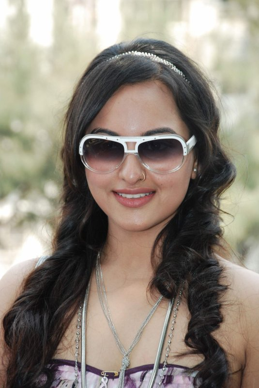 Sonakshi Hairstyle | Sonakshi In Saree | Sonakshi Sinha Dresses | Sonakshi Sinha Smile | Sonakshi Pictures Gallery | Modern Sonakshi Sinha |