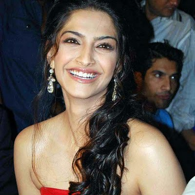 Sonam Kapoor Smile | Cute Sonam Kapoor | Sonam Kapoor Saree | Sonam Kapoor Hairstyle |