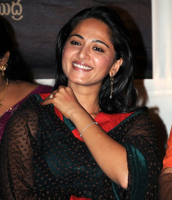 Anushka Shetty Photos | Anushka Shetty Pictures | Anushka Shetty Smile | Anushka Shetty Saree | Beautiful Anushka Shetty |