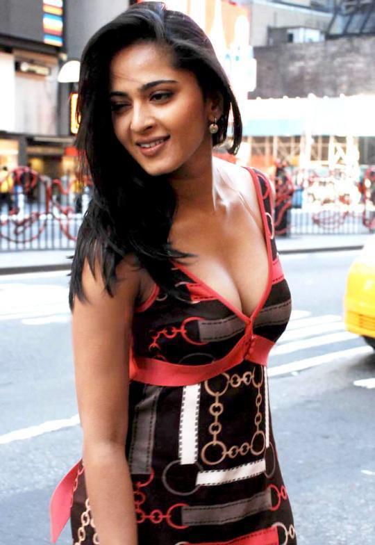 Beautiful Anushka Shetty   Anushka Shetty Photos   Anushka Shetty Pictures   Anushka Shetty Smile   Anushka Shetty Saree  