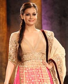 Diya Mirza Hairstyle | Beautiful Diya Mirza | Diya Mirza Saree | Diya Mirza Pictures | Diya Mirza Photos | Fashionable Diya Mirza |