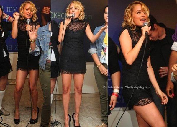 Nicole Richie fofolle au karaoké : sa nouvelle coupe et sa robe sont à tomber !   On peut voit sur ces photos, Nicole profité de sa soirée en hommage à la Fashion Week new-yorkaise avec un karaoké endiablé !