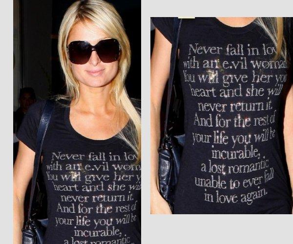 """Un message imprimé sur son tee shirt      ▬ ▬ ▬   Pour ceux qui ont la flemme de traduire, voilà un petit apperçu de ce qui est écrit sur ce tee shirt. ▬ ▬ ▬    """" Ne jamais tomber amoureux d'une mauvaise femme, vous lui donnerz votre coeur mais elle ne saura jamais vous le retourner. Et là vous serez fichu ... à jamais incapable de pouvoir retrouver l'amour """""""