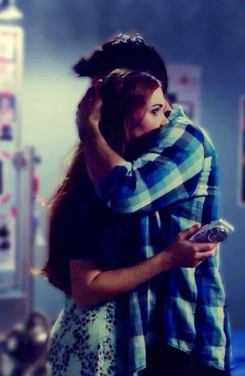 Le temps passe, je t'oublie pas et toi, t'es déjà dans les bras d'une autres.