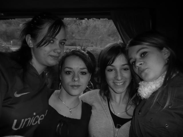 Les Giirls du Car !  ( Mlles, Audrey, Ingrid, Lea )