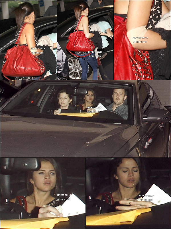 * 15/03/2012 :Selena quittant un centre médical de Los Angeles après une prise de sang, avec sa famille. Merci à Thorne-Bella pour l'information. *