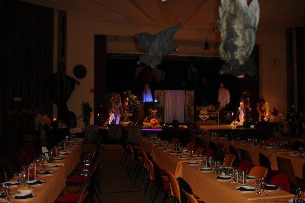 Decoration halloween salle goshowmeenergy - Deco salle halloween ...