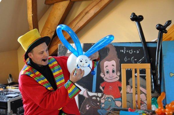 ANIF 6   MAIS AUSSI ici en clown sculpture ballons. et demonstration.