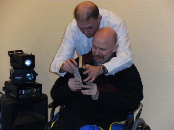 3 sp  DEVIENDRA T-IL MAGICIEN D'UN SOIR faire faire le tour a un handicapé apte à le réaliser.
