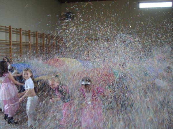LA FOLLIE DU NUAGE parachute avec confettis