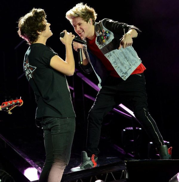Niall et Harry pendant le take me home tour a Londres