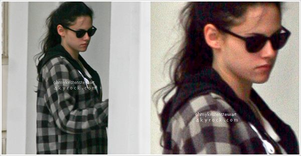 29 novembre 2011 - L'évènement de la semaine : Kristen arrivant à son domicile à Londres ! YOUHOU ça c'est du candid ! Mais bon on va pas venir se plaindre, on a tout de même des news même si c'est pas le top !. Encore avec les mêmes fringues d'ailleurs, au moins elle est pas comme toutes, elle au moins elle recycle !