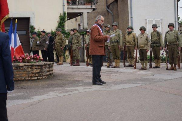 SORTIE DU 8 MAI 2017   A MOREY SAINT  DENIS  LE GROUPE AU MONUMENT
