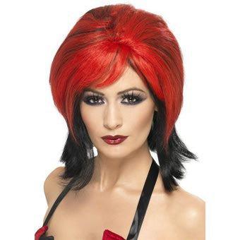 c ki la fille celle kia les cheveu rouge celle ki reste plus bien......apres ki c la fille celle ki lui reste mal le rouge la kelle c
