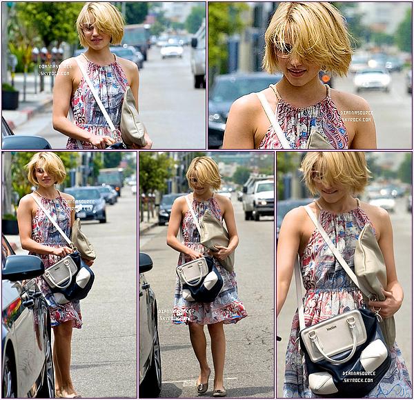 13/05/11 Dianna & sa nouvelle coupe sortant du salon de coiffure « Essensuals London ».  Personnellement j'adore sa nouvelle coupe, je trouve que ça lui va à merveille ! Top ou Flop ?