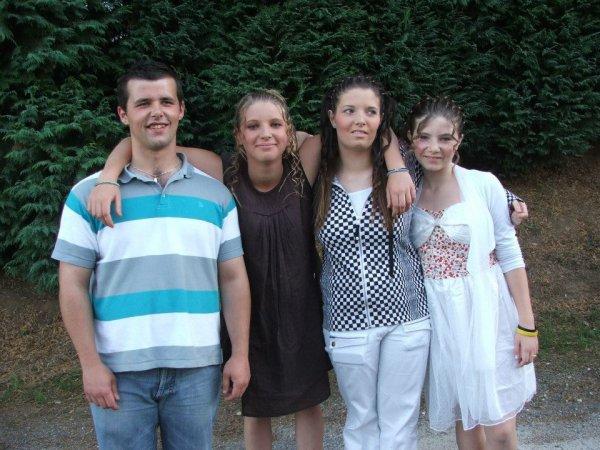 (l) (l) (l) Nous frère et soeur enssemble nous sommes unique comme les quatre fantastique (l) (l) (l)