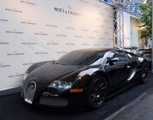 Bugatti Veyron by Custom Rides