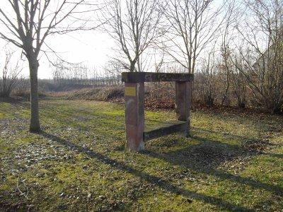 images du haut rhin le banc reposoir de l 39 imp ratrice eug nie nambsheim cycliste68. Black Bedroom Furniture Sets. Home Design Ideas