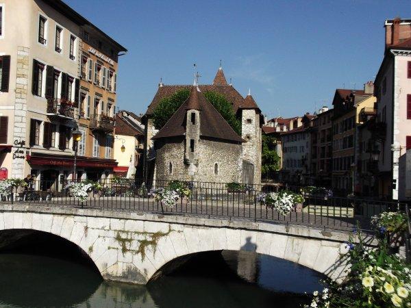 Images de Haute-Savoie : Le Palais de l'Isle à Annecy !...