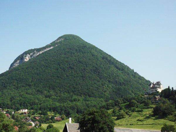 Images de Haute-Savoie : Le Château de Menthon-Saint-Bernard !...