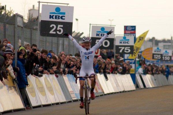Lars van der Haar remporte la 5 ème manche de la Coupe du Monde de Cyclo-Cross, à Heusden-Zolder, en Belgique !...