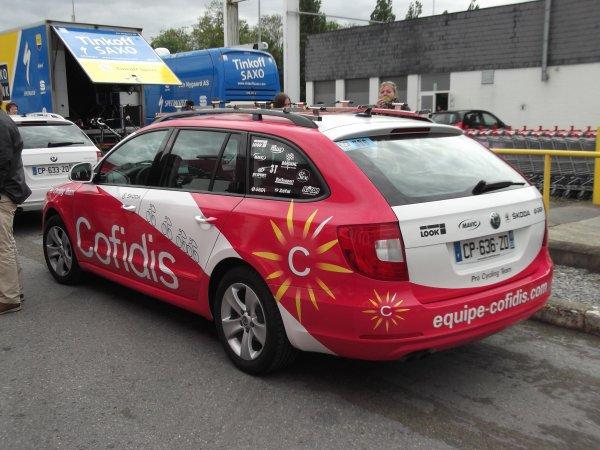 L'équipe cycliste Cofidis sur le parking de l'arrivée du 100 ème Liège - Bastogne - Liège !...