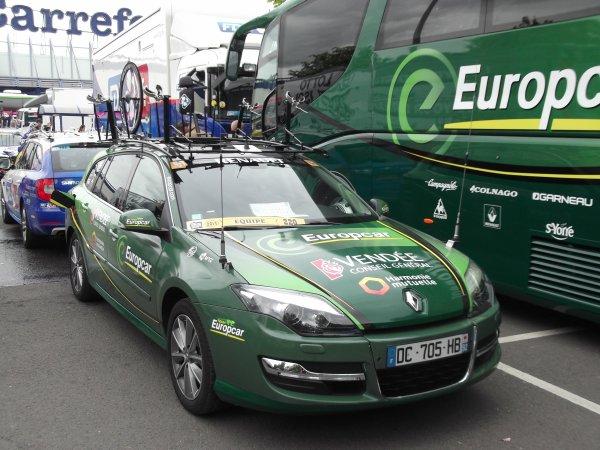 L'équipe cycliste Europcar sur le parking de l'arrivée du 100 ème Liège - Bastogne - Liège !...
