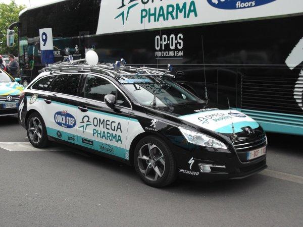 L'équipe cycliste Omega Pharma-Quick Step sur le parking de l'arrivée du 100 ème Liège - Bastogne - Liège !...