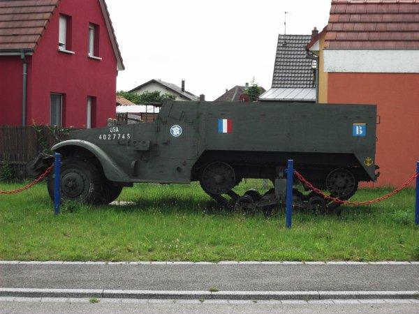 Images du Haut-Rhin : Meyenheim et son véhicule blindé !...