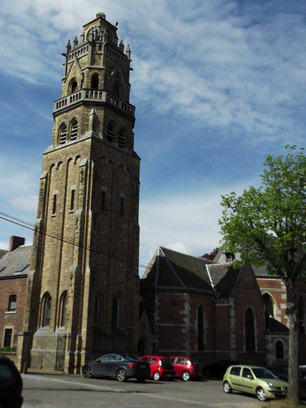 Images de Belgique : L'église au sommet du « Mur de Huy », à Huy !...