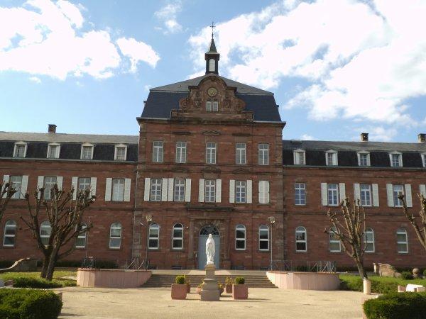 Images du Haut-Rhin : Le collège épiscopal de Zillisheim !...