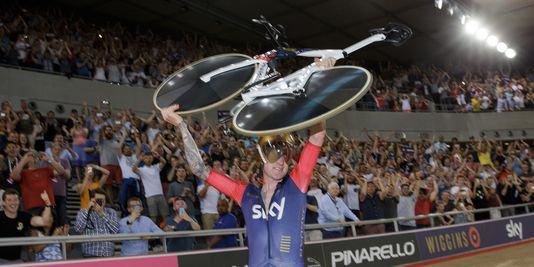 Bradley Wiggins, nouveau recordman de l'heure, « nouveau règlement », avec 54,526 km/h !...