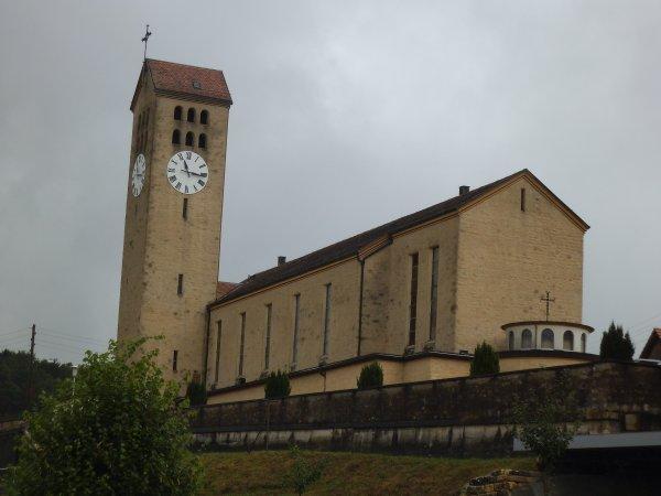 Images de Suisse : L'église paroissiale Saint-Pierre-et-Paul de Fontenais !...