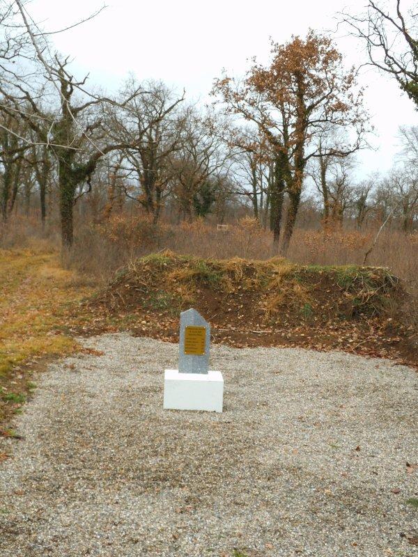 Images du Haut-Rhin : La stèle de Dessenheim !...