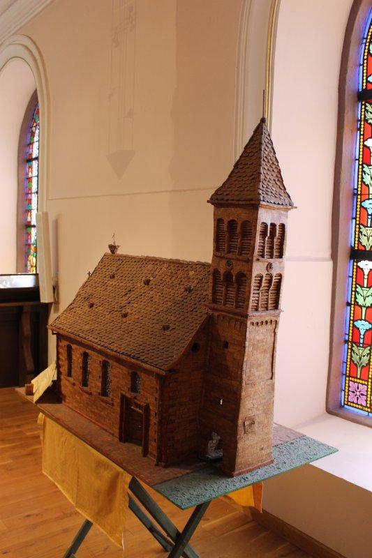 Images du Haut-Rhin : La réplique de l'église Saint-Pierre-et-Paul de Merxheim !...