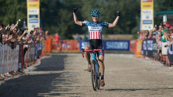 Wout van Aert et Katherine Compton remportent la 2 ème manche de la Coupe du Monde de Cyclo-Cross, à Iowa City, aux Etats-Unis d'Amérique !...