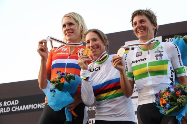 Amber Neben, Championne du Monde de Cyclisme Contre-la-Montre Individuel, à Doha, au Qatar !...