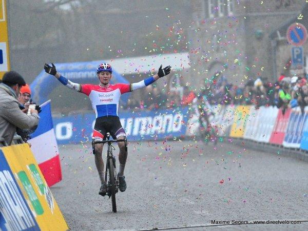 Mathieu Van der Poel et Kateřina Nash remportent la 6 ème manche de la Coupe du Monde de Cyclo-Cross, à Namur, en Belgique !...