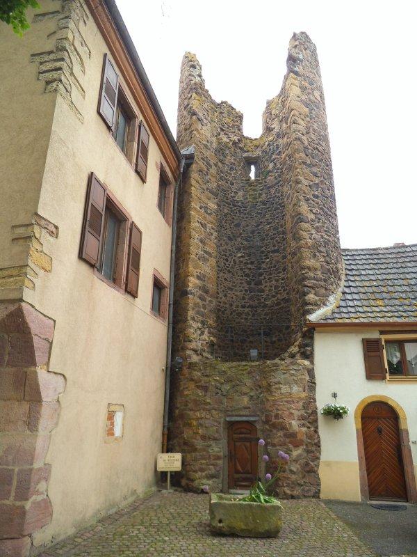 Images du Haut-Rhin : La Tour des Voleurs (Schelmenturn) de Herrlisheim (près Colmar) !...