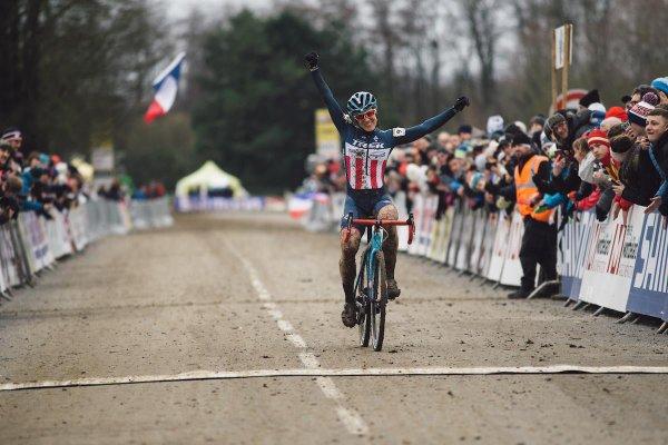Mathieu van der Poel et Katherine Compton remportent la  8 ème et avant-dernière manche de la Coupe du Monde de Cyclo-Cross, à Nommay, en France !...
