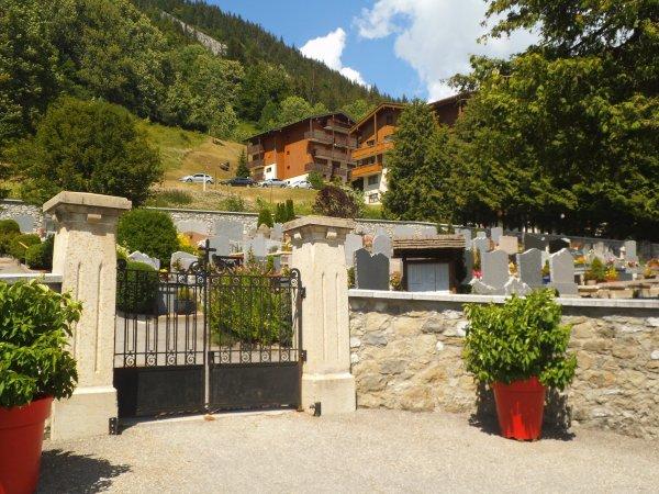 Images de Haute-Savoie : Hommage à la française, Régine Cavagnoud, championne du monde de super-G en ski alpin !...