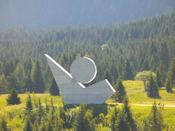 Images de Haute- Savoie : Le Monument National de la Résistance au sommet du Plateau des Glières !...