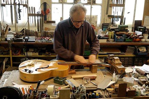 Métiers du bois, Art du bois, Luthier (ière)