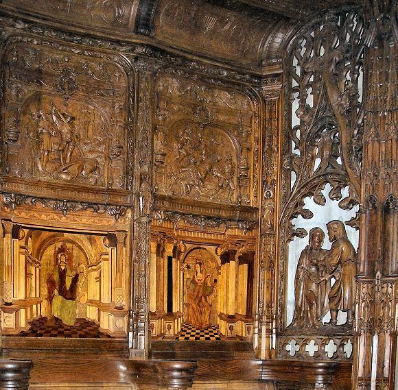 Monuments, oeuvres et statues en bois