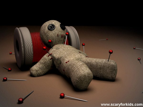 Si un jour tu veut testé le vaudou  Voici comment se conféctioné une poupée: