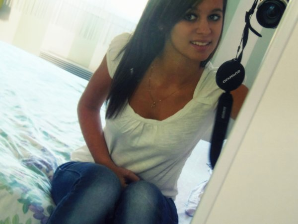 Il n'y a rien de pire que d'aimer quelqu'un qui n'arretera jamais de te decevoir .
